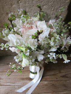 Résultats Google Recherche d'images correspondant à http://www.fleurs-mariages.com/items/medias/m/6b65832a2ba17153be3aebc609f2ae54_bouquet-mariee-hiver.jpg