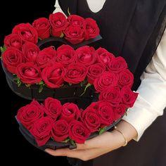 باکس گل رز قرمز ارزان قیمت 120هزار تومان حرف س انگلیسی گل رز داخل جعبه با طرح اس #باکس_گل و #باکس_گل_رز_ارزان سفارش جعبه گل ارزان Luxury Flowers, Pink Flowers, Red Roses, Flower Box Gift, Flower Boxes, Beautiful Roses Bouquet, Red Rose Bouquet, S Love Images, Rose Flower Wallpaper