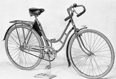 En lite sportigare damcykel av märket Frej från Gefle Velocipedfabrik på Södra Centralgatan 18. Bild tagen 21 januari 1938.