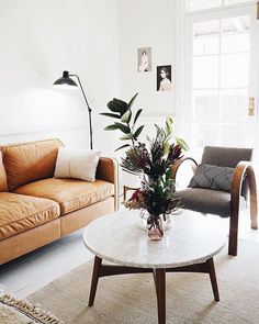 25 Trendy apartment ideas on a budget renting living rooms area rugs Mid Century Modern Living Room, Small Living Rooms, Living Room Decor, Dream Apartment, Apartment Living, Apartment Ideas, Home Decor Styles, Diy Home Decor, Interior Design Living Room Warm