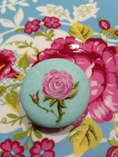 Love it, hand painted macaroon, not sure whether my hands are steady enough!