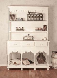 Stor, unik og rustikk Chateau bokhylle. Dette er bokhyllen for deg som ønsker en romantisk og landlig stil! Varen har en antikk finish og sprekker,…