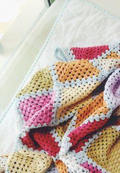 granny square crochet blanket | Zakka Art #crochetinspiration #grannysquare