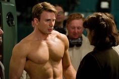 Picture: Chris Evans shirtless and Hayley Atwell in 'Captain America: The First Avenger.' Pic is in a photo gallery for Chris Evans featuring 81 pictures. Chris Evans Captain America, Film Captain America, Captain America Workout, Capitan America Chris Evans, America Movie, America Girl, Captain America Wallpaper, Ryan Gosling, People Magazine