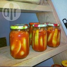 Zdjęcie do przepisu: Ogórki w zalewie pomidorowej