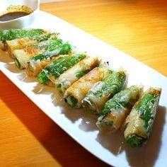 こんばんは♪(^^) 今日は、ライスペーパーを使った餃子のご紹介です♪ 皆さんのご家庭では、夏に使ったライスペーパーが余っていませんか? 暑い夏には、食がすすみやすい生春巻きなどにライスペーパーを使... Asian Cooking, Easy Cooking, Cooking Recipes, Pork Recipes, Asian Recipes, Healthy Recipes, Dinner Today, Japanese Dishes, Japanese Food