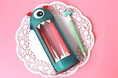 http://pt.aliexpress.com/item/Novlety-Big-Mouth-Monsters-PU-Leather-Pencil-Case-Stationery-Storage-Organizer-Bag-School-Office-Supply-Gift/32403528541.html