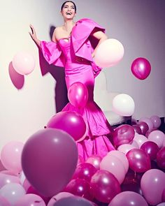 Sonam Kapoor is all smiles for Filmfare Awards Truly the fashionista of b-town, agree or not? Rhea Kapoor, Daisy Shah, Pink Balloons, Sonam Kapoor, All Smiles, Bollywood Stars, Celebs, Celebrities, Bollywood Actress
