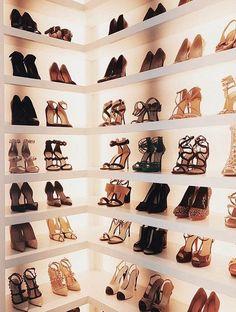 35 super ideas for master closet vanity shoe racks Walk In Closet Design, Closet Designs, Dressing Chic, Dressing Room, Shoe Drawer, Closet Shoe Storage, Shoe Racks, Shoe Closet Organization, Bag Closet
