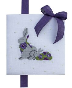 Kreuzstichheft HASENGLÜCK Cross Stitch Books, Easter Cross, Le Point, How To Make, Sacks, Rabbits, Cross Stitch, Bruges Lace, Hare
