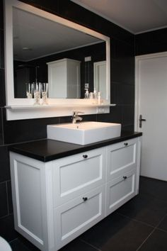 Remodeling Your Bathroom: Choosing Your New Toilet Next Bathroom, Budget Bathroom, Bathroom Ideas, My Home Design, House Design, Traditional Toilets, Old Bathrooms, New Toilet, Bathroom Toilets