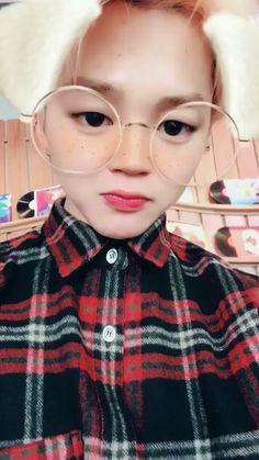 Read Jimin~BTS*commande* from the story Snap Kpop by (몬베베) with 631 reads. Bts Jungkook, Jimin Selca, Namjoon, Park Ji Min, Kpop, Park Jimin Cute, Jin, Bts Funny Videos, V Bts Wallpaper