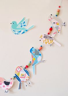 Inspiration Corner DIY Bird Garland T- This would be cute for each child to make a bird at the beginning of the year and hang the garland on our tree all year. The post Inspiration Corner DIY Bird Garland appeared first on Basteln ideen. Diy And Crafts, Arts And Crafts, Paper Crafts, Diy Paper, Diy For Kids, Crafts For Kids, Origami, Bunting Garland, Buntings
