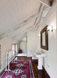 posez un tapis coloré dans la salle de bain
