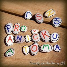 Kamínková abeceda Horn, Diy And Crafts, Triangle, Baby, Horns, Baby Humor, Infant, Babies, Babys