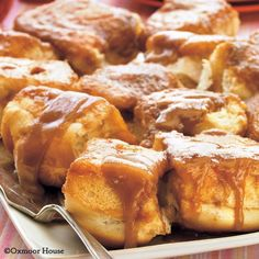 Gooey Caramel Rolls: 3 ingredients are all it takes to make up these yummy, gooey breakfast rolls! #breakfast #recipes