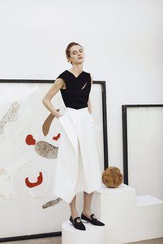 Rejina Pyo at London Fashion Week Fall 2016 - Runway Photos Minimal Fashion, White Fashion, Love Fashion, Womens Fashion, Fashion Design, Fashion Trends, Looks Street Style, Looks Style, My Style