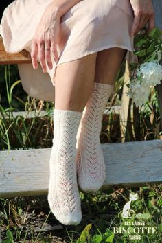 Her Garden's Flowers Free sock pattern - Biscotte yarns Knitting Socks, Free Knitting, Knitted Gloves, Baby Patterns, Flower Patterns, Felted Slippers Pattern, Ravelry, Lace Knitting Patterns, Patterned Socks