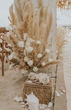 beach wedding ceremony Dreamy earthy-meets-boho-be - beachwedding Hipster Wedding, Boho Beach Wedding, Beach Wedding Inspiration, Floral Wedding, Dream Wedding, Wedding Flowers, Wedding Dreams, Mermaid Wedding, Diy Wedding