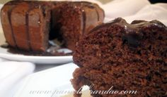 This time I bring the recipe of a chocolate yogurt cake, I changed some things from the original recipe. The cake is delicious, each day that passed it was even tastier. The frostin… Chocolate Yogurt Cake, Chocolate Frosting, Bolo Chocolate, Hot Cocoa Recipe, Natural Yogurt, Cake Ingredients, Desert Recipes, Carrot Cake, Original Recipe