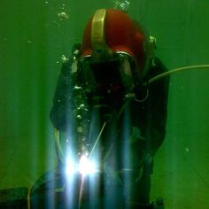Find out how underwater welding training works and its origins. Also, discover our recommended underwater welding program and why training never stops. Underwater Welding Salary, Dog Logic, Welding Training, Career Training, Welding Process, Underwater Photography, Diving, Commercial, Swimming