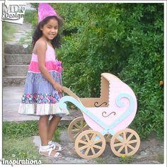 Carrinho de Bebé em Rosa e Azul Bebé  http://ift.tt/2armXWw - http://ift.tt/29XdScI