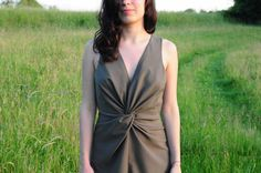 ladulsatina Sewing and DIY fashion blog: leather jacket and playsuit - army green playsuit with central draping - detail