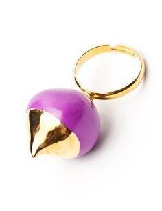 19.06€ Raluca Buzura - Purple Ring Made of: glazed porcelain; colloidal gold, metal alloy frame
