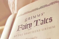 Il 4 gennaio 1785 nasceva Jacob Ludwig Karl Grimm, autore, insieme al fratello, delle fiabe più famose!   Qual è la vostra preferita?  http://amzn.to/2iCPrSu