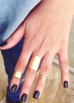blush: Some simple gold rings of different size and number to bring it all together.