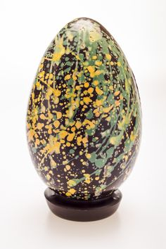 Making your own Easter egg? Add a splash of colour by mixing together edible colour pigment and cocoa butter and use a paint brush to splatter Jackson Pollock-style