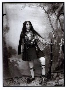 Woman Dressed as Greek Fighter of the Macedonian Struggle by Leonidas Papazoglou Old Photos, Vintage Photos, Greek Independence, Greece History, Old Greek, Greek Warrior, Military Dresses, Photographs Of People, World Cultures