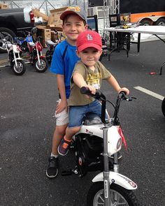 These guys are serious about riding.  #burromax #gatewaymotorsportspark #nhra #electricminibike #minibike