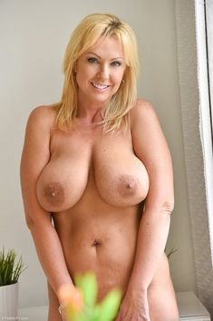 Milf blond with huge boobs