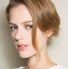 31 Pieces of Low-Maintenance Summer Beauty Inspiration to Copy Now Beauty Portrait, Portrait Photo, Giorgio Armani, Petty Girl, Fresh Makeup, Natural Wedding Makeup, Girls World, Summer Beauty, Madame