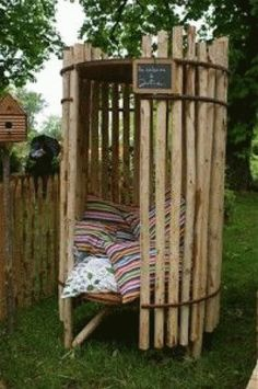Do you want to have a tropical experience in your home? If the answer is positive, then all you need is a bamboo tree. Nowadays, bamboo trees are really po Diy Garden Furniture, Diy Garden Decor, Furniture Ideas, Garden Art, Backyard Projects, Garden Projects, Wood Projects, Outdoor Living, Outdoor Decor
