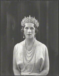 Queen Elena of Romania, née Princess of Greece and Denmark wearing Queen Sophie's Diamond Tiara. Romanian Royal Family, Greek Royal Family, Royal Tiaras, Tiaras And Crowns, Greek Royalty, Prince Héritier, Queen Sophia, Diamond Tiara, Queen Mother