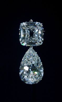The Cullinan Diamond III (lower) and IV (upper) Brooch refered to By Queen Elizabeth as Granny's Chips estimated value 50 million pounds !!!