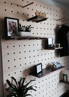 60 Creative DIY Wall Feature Projects — RenoGuide - Australian Renovation Ideas and Inspiration Diy Wand, Pegboard Craft Room, Kitchen Pegboard, Craft Rooms, Diy Kitchen, Pegboard Organization, Organization Ideas, Ikea Pegboard, Painted Pegboard