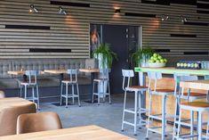 ZWAARTAFELEN I Interieur bij Hotel-Restaurant De Kaserne in Den Bosch. Inrichting van Zwaartafelen I #interieur #interior #horeca #hotel #restaurant #bar I www.zwaartafelen.nl