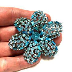 Weird Jewelry, Sparkly Jewelry, Jewelry Art, Antique Jewelry, Vintage Jewelry, Fine Jewelry, Rhinestone Jewelry, Vintage Rhinestone, Diamond Jewelry
