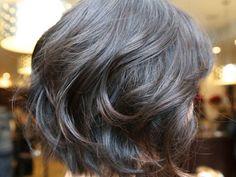 De par la technique particulière de son dégradé, la coupe au carré donne de la masse aux cheveux fin... - Photo Pinterest