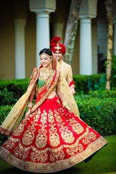 Payal and Shangril held their opulent Indian Wedding over a weekend in Palm Beach, California. Payal wore a stunning Sabyasachi lehenga for the big day. Bridal Lehenga 2017, Sabyasachi Lehenga Bridal, Indian Lengha, Red Lehenga, Bollywood Lehenga, Indian Bridal Outfits, Indian Bridal Wear, Indian Dresses, Popular Wedding Dresses