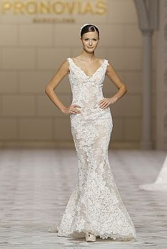 Exquisite French and Chantilly lace, mikado silk, and delicate embroidery, sumptuous fabrics are the essence of the Atelier Pronovias wedding dresses 2015 bridal collection. Take a look! Pronovias Wedding Dress, 2015 Wedding Dresses, Wedding Dress Styles, Bridal Dresses, Beautiful Wedding Gowns, Beautiful Dresses, Lace Wedding, Summer Wedding, Gown Wedding