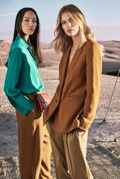 Edita Vilkeviciute and Fei Fei Sun poses chic style for Massimo Dutti spring-summer 2017 campaign Fei Fei Sun, Fashion Model Poses, Fashion Shoot, Editorial Fashion, Campaign Fashion, Fashion Catalogue, Photography Poses, Fashion Photography, Sun Models