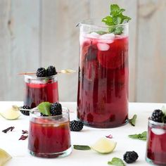 hibiscus limeade-I would replace the sugar with stevia and voila sugar free! Refreshing Drinks, Summer Drinks, Fun Drinks, Beverages, Cold Drinks, Healthy Drinks, Cocktails, Non Alcoholic Drinks, Cocktail Recipes