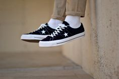 Converse One Star Hairy Suede - Sneakers. Style Converse, Converse One Star, Long Socks Outfit, 70s Shoes, Suede Sneakers, Shoe Game, Star Fashion, Streetwear, Footwear