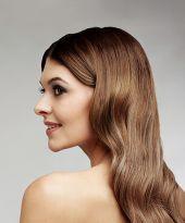 Edler, klarer Look für lange Haare mit leichten Wellen