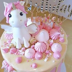 Cute Unicorn cake! Gold and pink color scheme! Simply perfect for a unicorn party or baby shower!