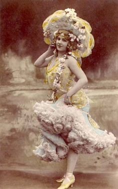 It seems that anything goes with Vaudeville costumes! They had some beautiful pieces. Cabaret, Vintage Pictures, Vintage Images, Burlesque Vintage, Vintage Ladies, Retro Vintage, Vintage Woman, Ziegfeld Girls, Pin Up
